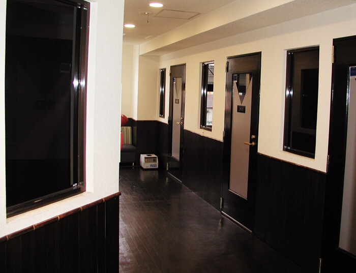 カラオケ 事業サービス 店内 廊下